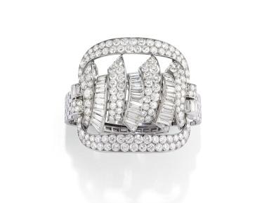 Manchette Van Cleef & Arpels pavé de diamants taille brillant et baguette, vers 1940. Estimation: 81 000-120 000 euros.