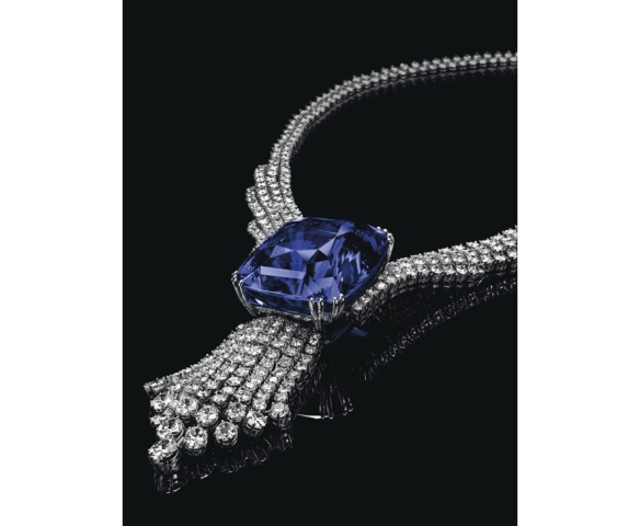 ollier Blue Belle of Asia en or blanc, diamants et un saphir central de 392.52 carats. Estimation: 5 400 000- 7 700 000 euros.